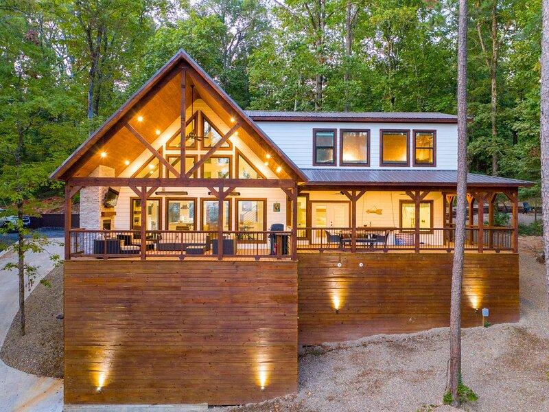 BRAND NEW 2 Bedroom Farmhouse Vibes Overlooking Ouachita Nat'l Forest- Sleeps 8, location de vacances à Pickens
