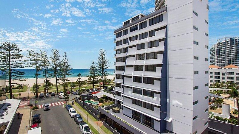 Aries Unit 5 On Coolangatta beachfront with ocean views, holiday rental in Coolangatta