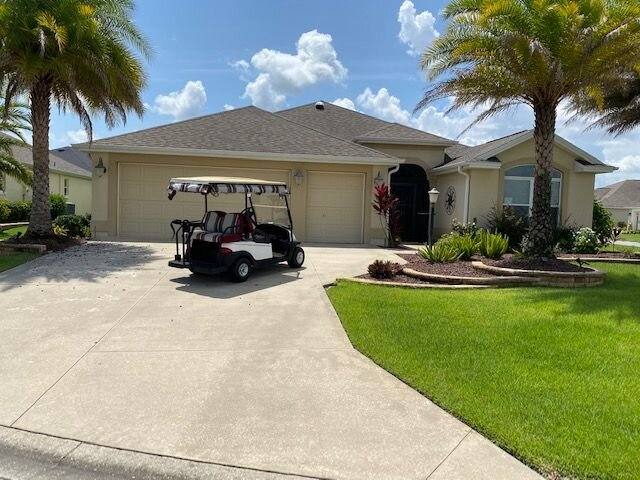 Vacation Home w/ Golf Cart, presented by RE/MAX Premier Property Management, location de vacances à Leesburg