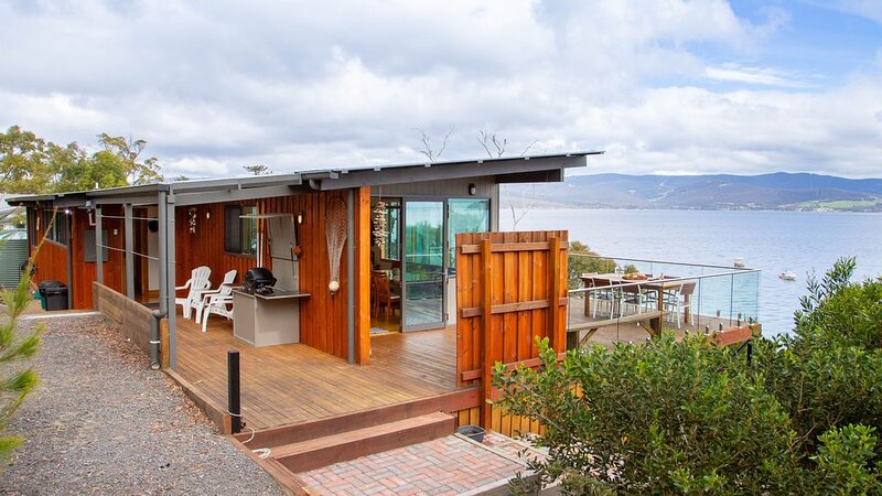 No41 Dennes Point - Beachside Holiday Home, vacation rental in Dennes Point