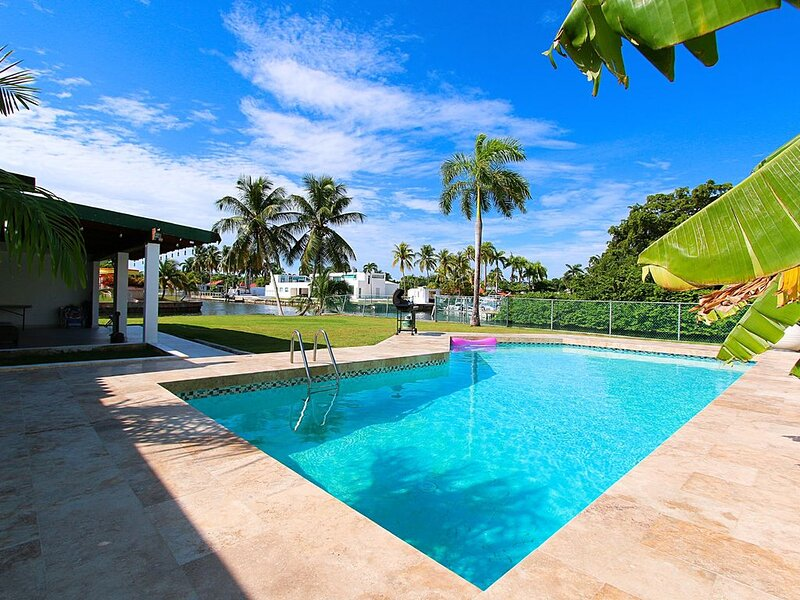 M2 [Chef, Driver, Pool, & 1/2 off Tours], vacation rental in San Juan