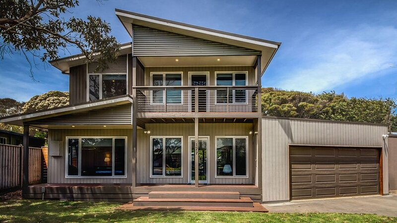 One 20 Seven - sleeps 19, vacation rental in Cape Woolamai