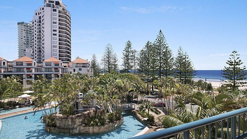 Calypso Plaza Resort Unit 459 Holiday Resort on the beachfront in central Coolan, holiday rental in Coolangatta