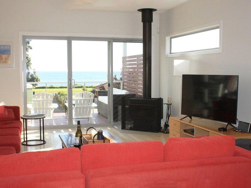 PORTARLINGTON BEACHFRONT with bay views, holiday rental in Werribee