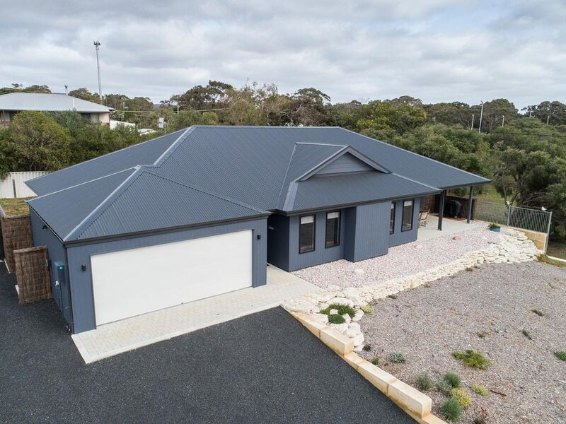 Whale Tails Augusta - stylishly modern in the town of Augusta - Whale Tails Augu, holiday rental in Karridale
