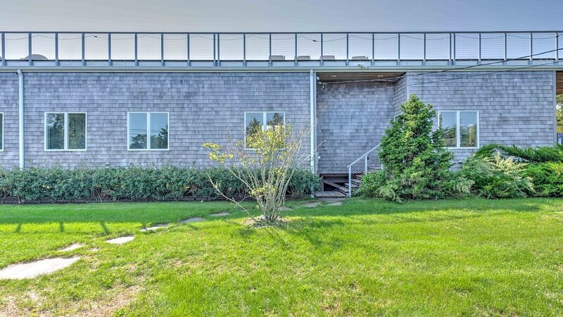 New Listing: Beautiful Waterview 4-Bedroom Home, Newly Renovated with Huge..., vacation rental in Shelter Island