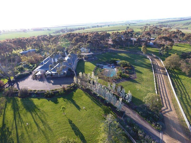 Naringal Homestead - Luxury Farm Getaway, holiday rental in Berringa
