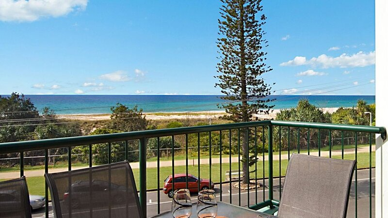 Boardwalk Pacific Unit 8 3 bedroom beachfront apartment balcony with views, holiday rental in Bilinga
