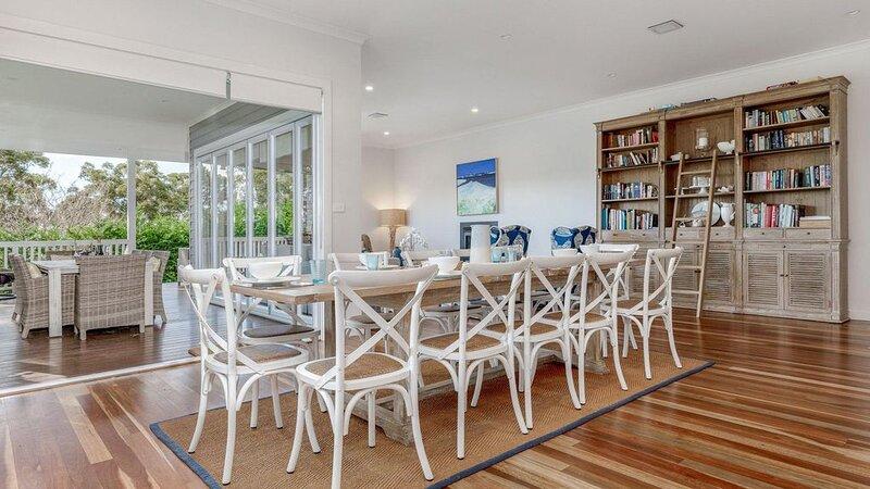 Sea Breeze :: Beautiful home in Vincentia, casa vacanza a Worrowing Heights