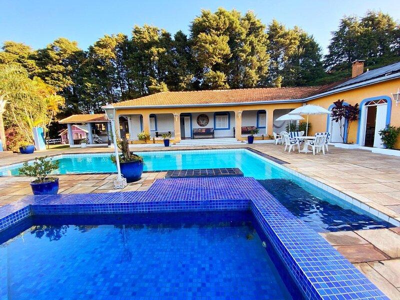Casa de Campo com ampla área de lazer, piscina, mini campo e quadra., Ferienwohnung in Jundiai