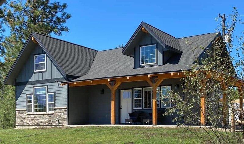 Custom built Airbnb  with Lake Roosevelt view!, aluguéis de temporada em Kettle Falls
