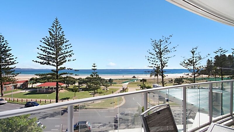 Reflections Tower 2 Unit 304- Coolangatta Beachfront 2 Bedroom Apartment with Wi, vacation rental in Coolangatta