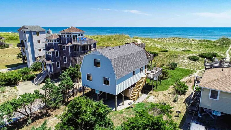 Annie's Dunes - Well-loved 3 Bedroom Oceanfront Home in Waves, location de vacances à Vagues