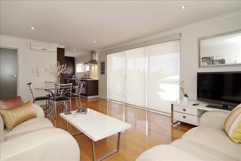 Riverside Comfort 2BR Apartment*Applecross*Netflix, holiday rental in Melville
