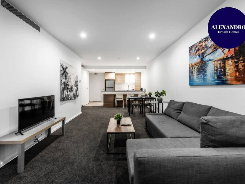 CITY APARTMENT // FREE CITY TOUR BUS NEARBY, holiday rental in Australian Capital Territory