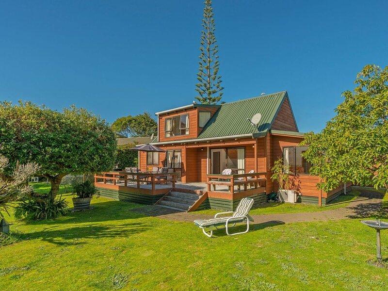 Sea Breeze Sanctuary - Pauanui Holiday Home, location de vacances à Pauanui