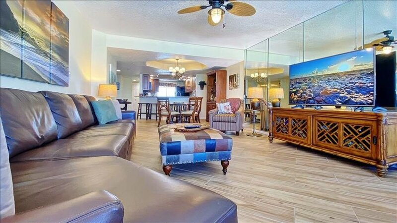 CBC1-8E: Bask in the Views from Almost Every Room in this Sand Key Luxury Spot, vacation rental in Clearwater