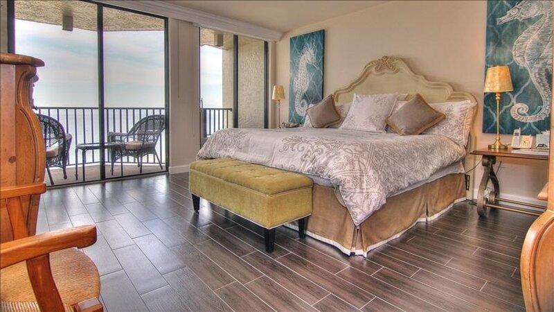 LT1506: Modern and Elegant Oceanfront Retreat with Endless Views, alquiler de vacaciones en Belleair