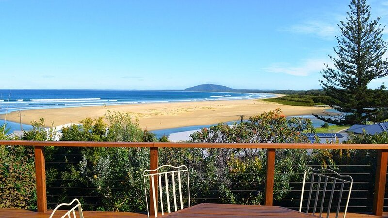 DECK 34, Gerroa - 4pm check out Sundays!, holiday rental in Kiama Municipality