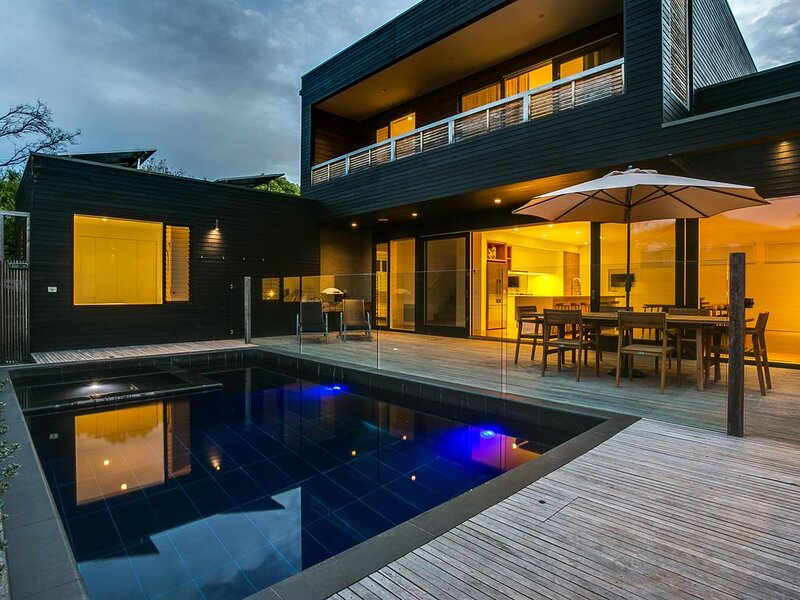 C-Escape: luxury & pool - A magnificent, architecturally designed 4 bedroom hous, holiday rental in Blairgowrie