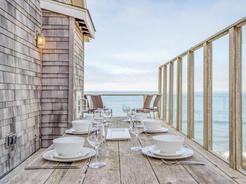 Ocean Front Luxury Home in Bella Beach, Steps From Beach, High End Amenities!, holiday rental in Depoe Bay
