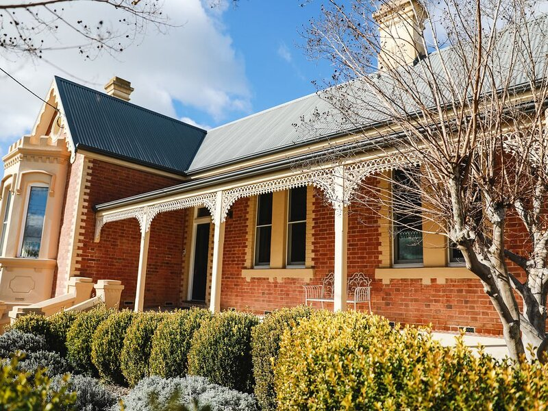 The Monarch Tumut - A little bit of luxury, holiday rental in Tumut