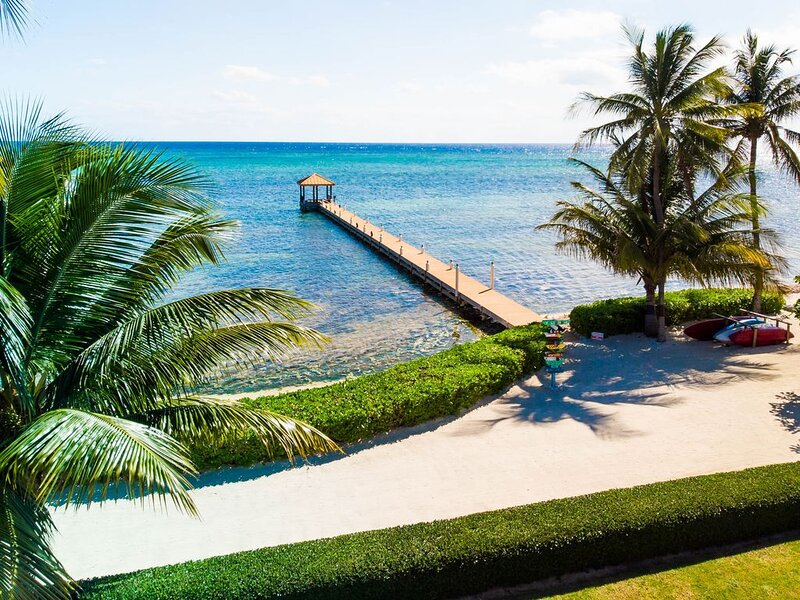 Ultra-Luxury with Unparalleled Views ! Pool! Faroway Villa by CaymanVacation, vakantiewoning in George Town