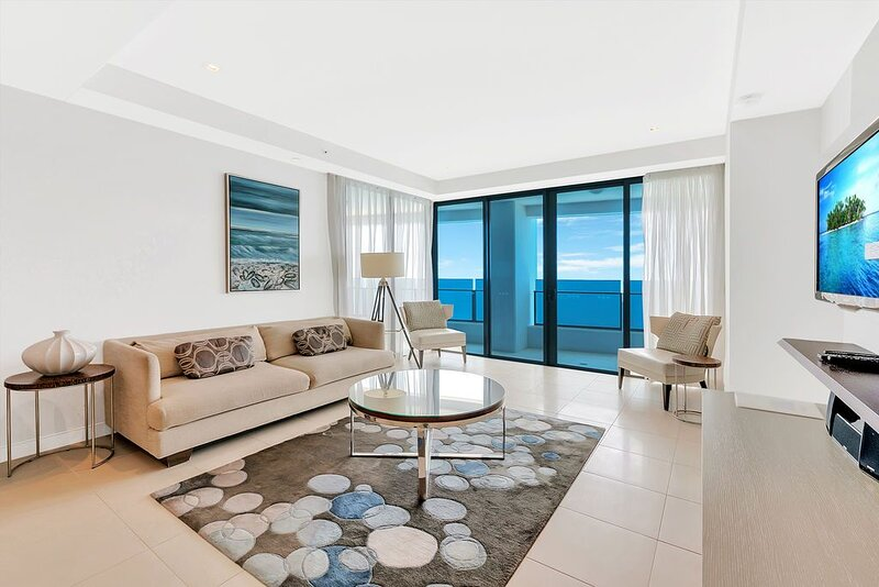 � Modern Beachfront 2 Bedroom Apartments �, aluguéis de temporada em Surfers Paradise