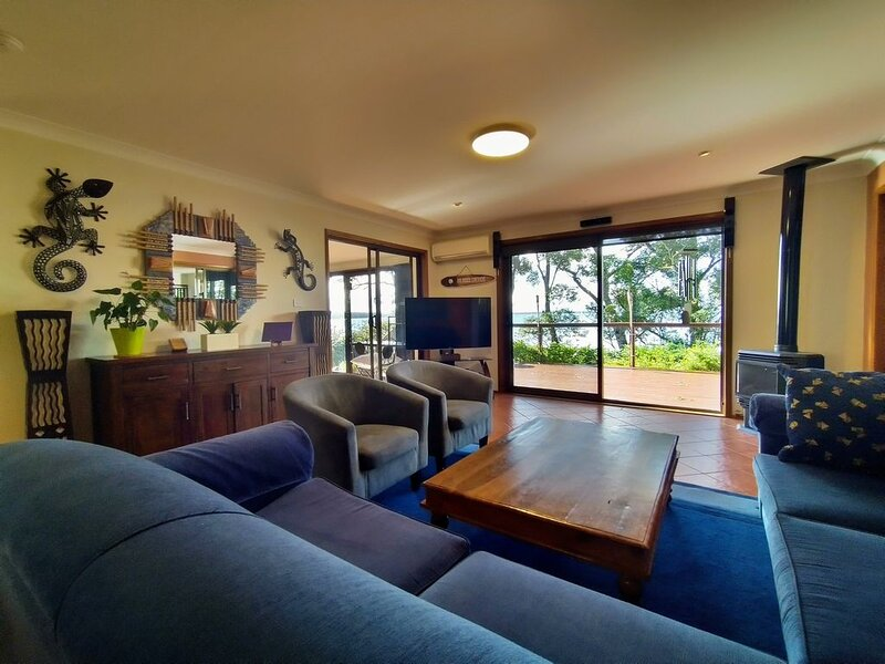 CARINYA BEACHFRONT WIFI SMART TV'S DUCTED AIR CON, holiday rental in Shoalhaven