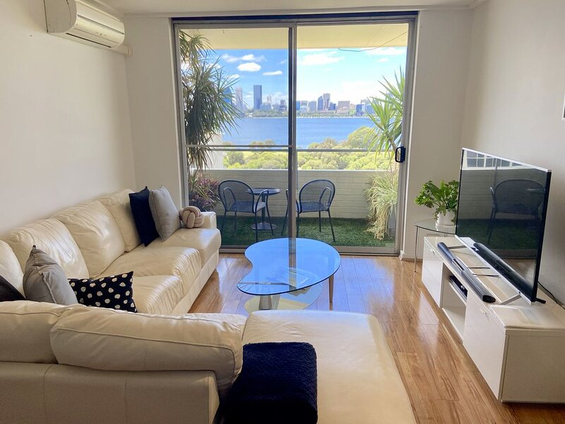 Breathtaking River & City Views, holiday rental in South Perth