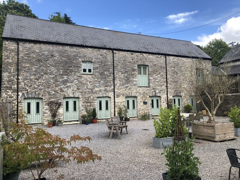 Four bedroom stone barn conversion near Dartmoor and Devon beaches, vacation rental in Landscove