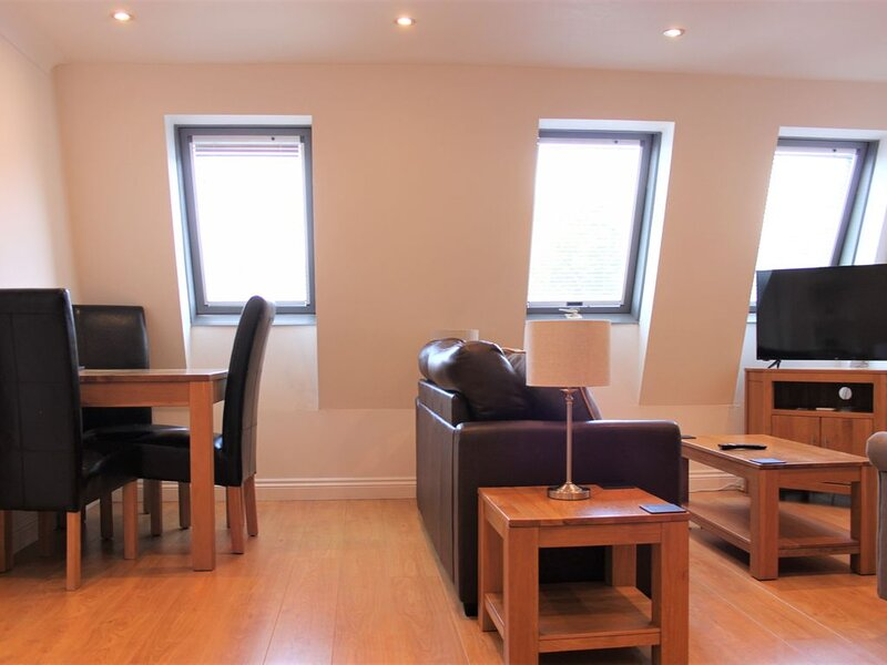 Central 3 bed apartment at Regents Court, Newbury, vakantiewoning in Thatcham