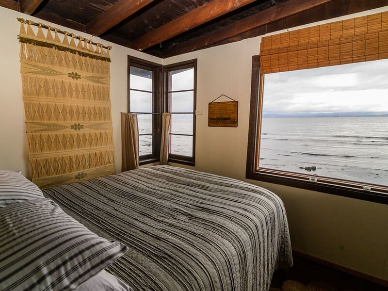 Captains Quarters Cabin on the Water, vacation rental in Joyce
