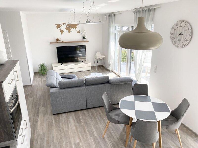 Schöne neue 2 Zimmer Wohnung mit Dachterrasse, location de vacances à Stadland
