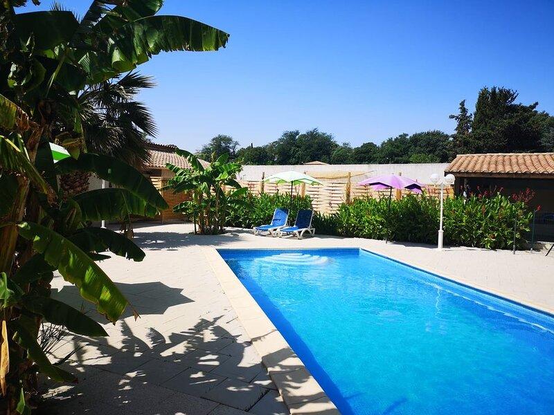 Gite T2 avec piscine chauffé dans un parc arborée, holiday rental in Lignan-sur-Orb