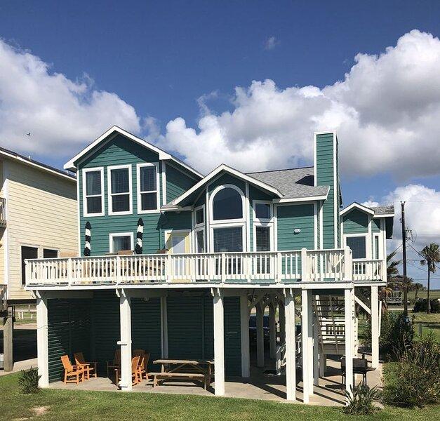Beach Candy - Beachfront Family-Friendly Home!, alquiler de vacaciones en Freeport