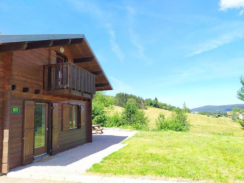Chalet au calme sur les hauteurs, bel environnement, Xonrupt Gerardmer, casa vacanza a Xonrupt-Longemer