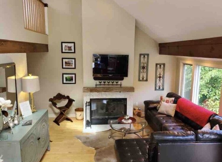 2BR 2BA + 3rd BR loft updated end unit lakefront townhome comfortably sleeps 6!, holiday rental in Apple River