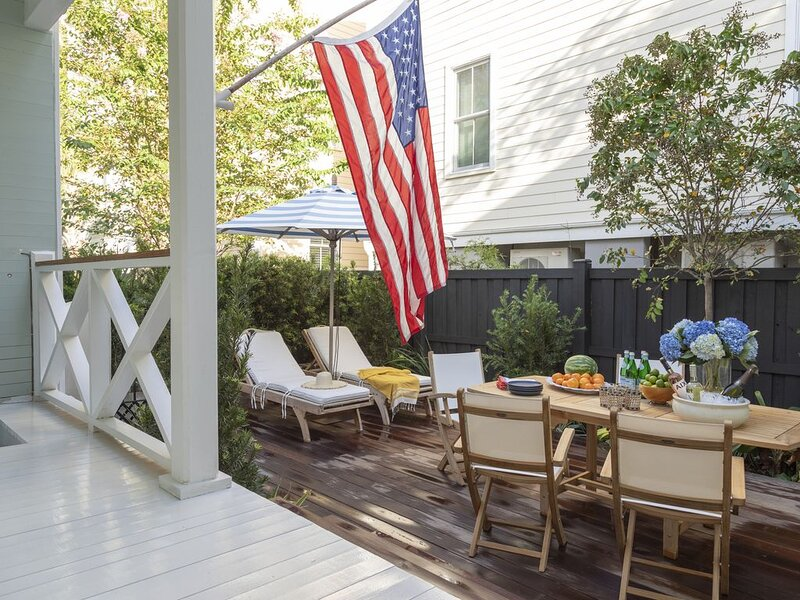 Enjoy Your Own Private Home with Garden and Off Street Parking, alquiler de vacaciones en Charleston