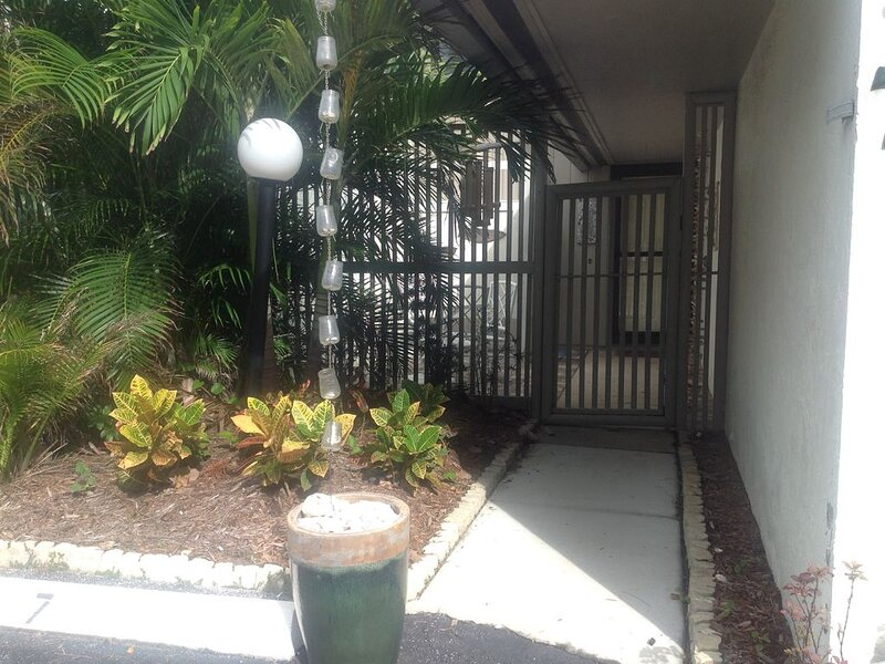 Ocean view Condo steps to the beach, holiday rental in Indialantic