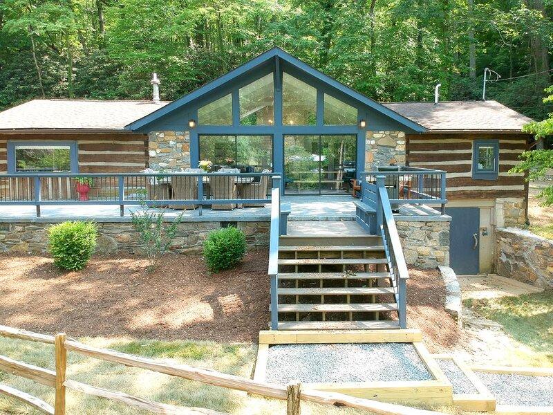 Beautiful Fairview Farmhouse Minutes From Asheville, casa vacanza a Fairview