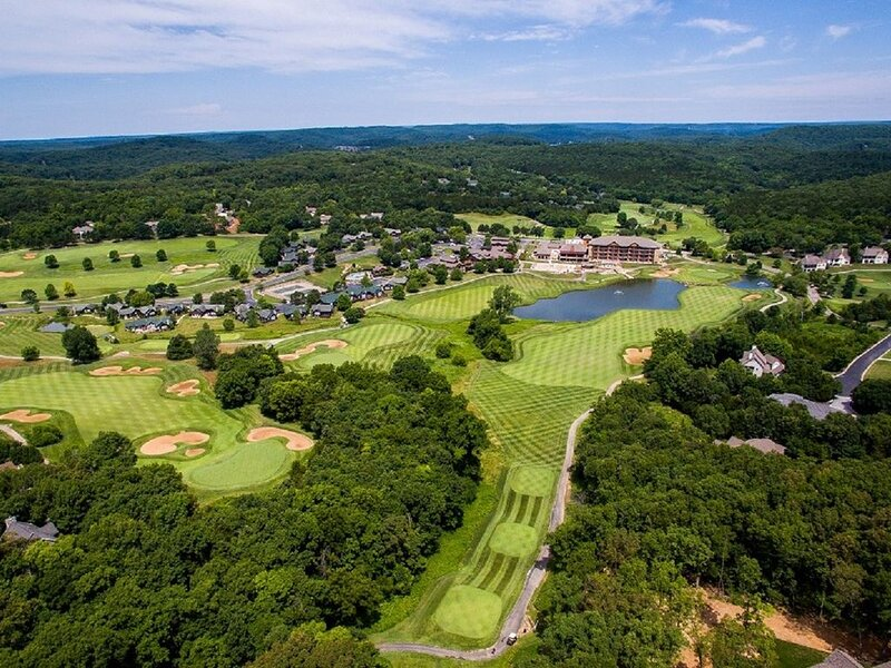 Old Kinderhook home on 7th tee with 4Br and 4 baths is just the beginning, holiday rental in Camdenton