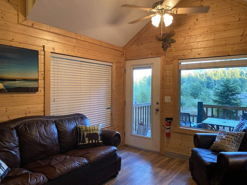 Rivers Edge A River Front cabin with Majestic Mountain View's, holiday rental in Elbe