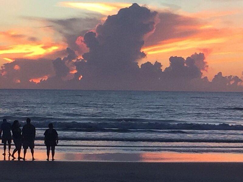 Ocean front w/Balcony -the 'How Sweet It Is!' condo with breathtaking Views, alquiler de vacaciones en Daytona Beach