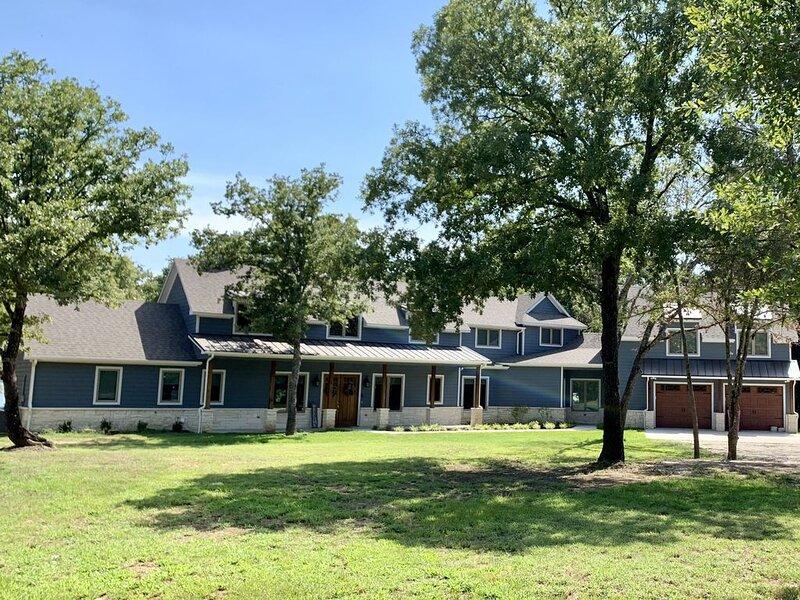 Luxury Lakeside Retreat, aluguéis de temporada em Point