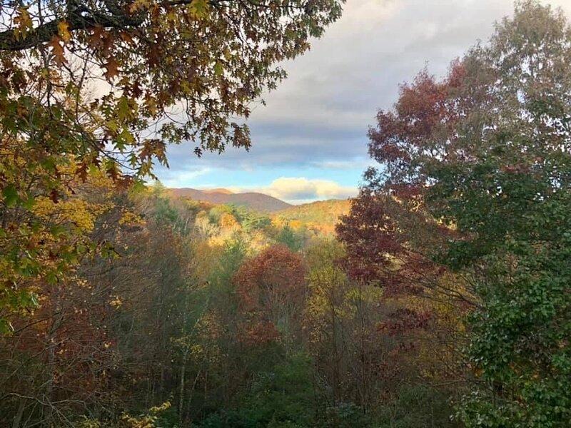Majestic Mountain View Cabin, casa vacanza a Mineral Bluff