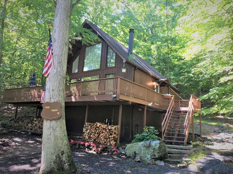 Very Cozy- Country-Style A Frame, vacation rental in Lehman