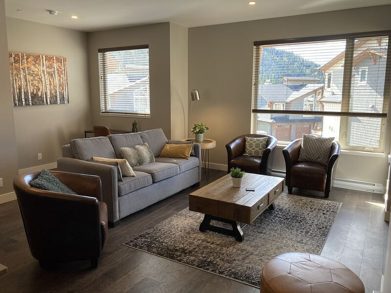 New Modern Spacious 3BD Townhouse, ski-in/ski-out, holiday rental in Pritchard