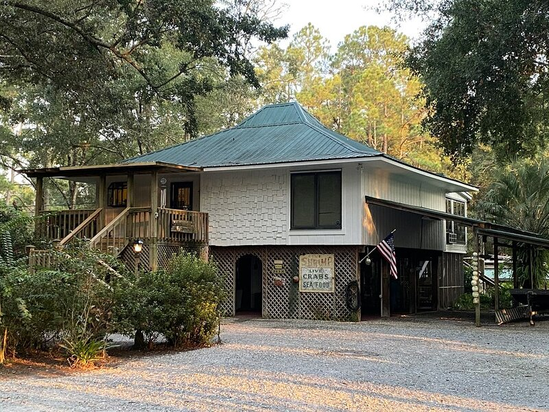 Weeks Bay Home -  3/2 sleeps 8 w/dock perfect affordable vacation home, casa vacanza a Fairhope