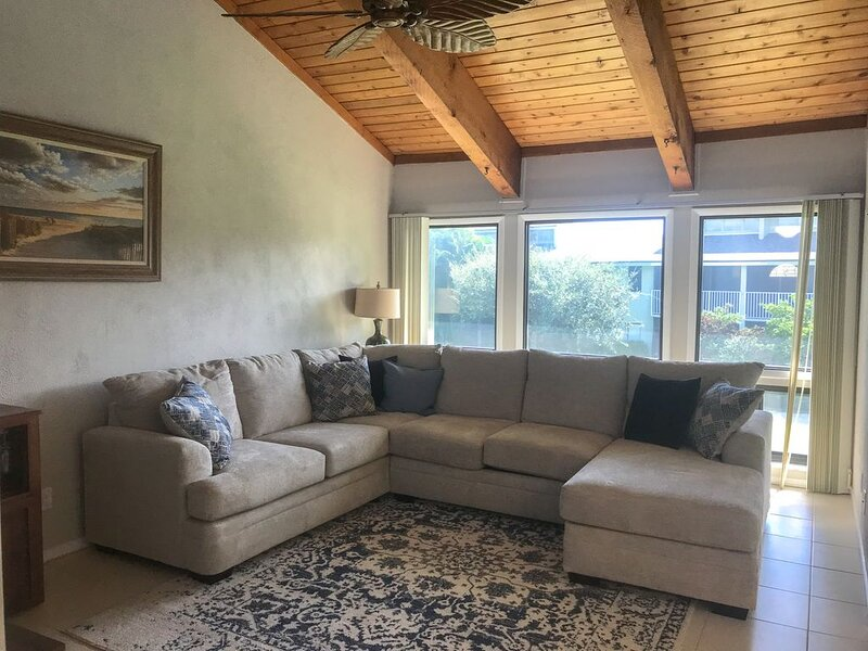 Private Oceanfront Retreat, Golf course views, 5 Pools, Tennis, Restaurant, location de vacances à Fort Pierce